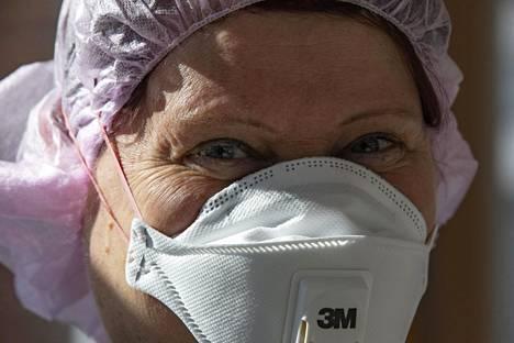 Sairaanhoidossa kuluu hengityssuojaimia.