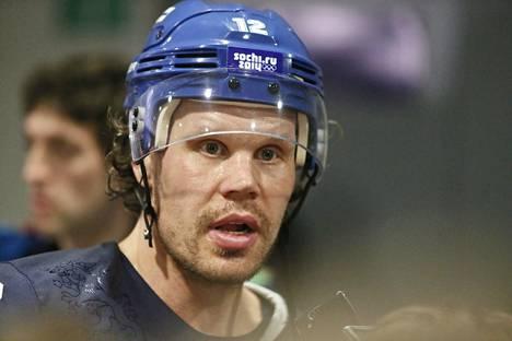 Olli Jokinen teki pitkän uran NHL:ssä sekä Suomen maajoukkueessa. Kuva Sotshin olympialaisista vuodelta 2014.