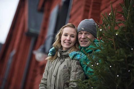 –Välillä rahaa ei tosiaan ole riittänyt edes ruokaan, mutta niilläkin hetkillä olemme keksineet selviytymiskeinot, Heidi Nieminen kertoo.