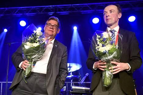 Timo Soini jätti 20 vuoden jälkeen paikkansa perussuomalaisten puheenjohtajana Jyväskylän puoluekokouksessa kesäkuussa 2017, tilalle valittiin Jussi Halla-aho.