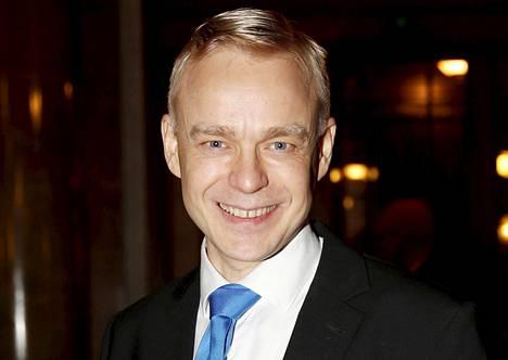 Kokoomuksen kansanedustaja Timo Heinonen ihmettelee sdp:n tuoretta näkemystä hankittavien hävittäjien määrästä.