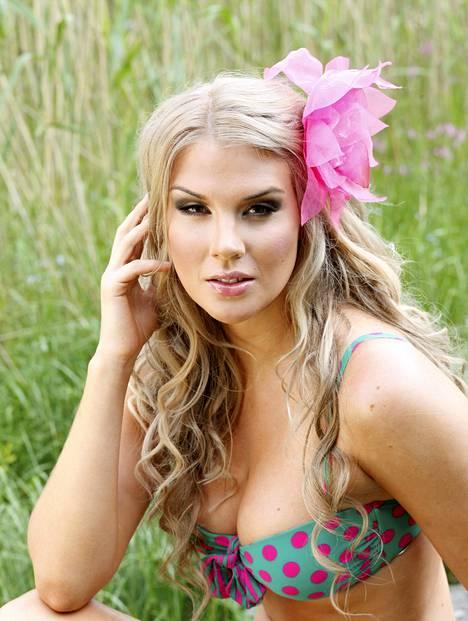 Julkisuudessa Anni nähdään usein hyvin huoliteltuna. Kuva vuodelta 2013, jolloin Anni esitteli IS:n kuvauksissa kesän bikinimuotia.