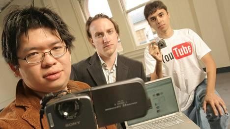 Aloittelevan nettiyrityksen perustajat Steve Chen (vas.), Chad Hurley ja Jawed Karim kuvattiin tyhjässä toimistossa marraskuussa 2005.
