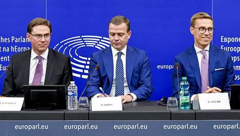 Stubb astui Euroopan parrasvaloihin Strasbourgissa rinnallaan kokoomuksen puheenjohtaja Petteri Orpo ja EU-komission varapuheenjohtaja Jyrki Katainen (kok).