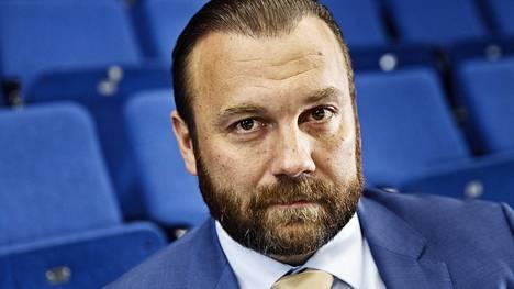 Jussi Salonoja on pistänyt miljoonia euroja Suomen urheiluun.