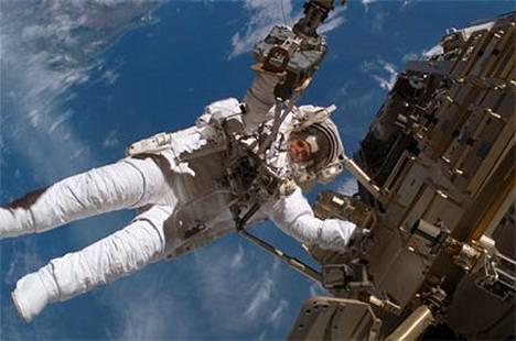 Ruotsalainen astronautti Christer Fuglesang on jo avaruuskävelyveteraani.