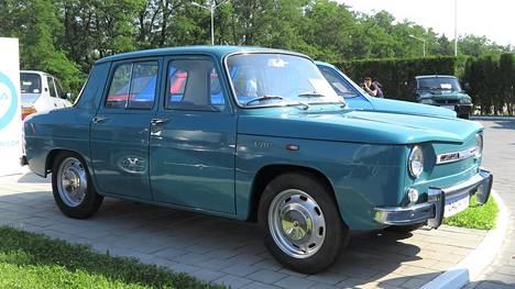 Ensimmäinen esisarjan Dacia 1100, omaa sukua Renault R8, valmistui tuotantolinjalta 3.8.1968 ja siitä lasketaan alkaneeksi romanialaisvalmistajan historia.