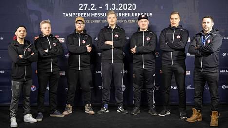 Rähinä eGameStars -projekti esiteltiin helmikuun lopulla Tampereella. Dan Tolppasen (vasen reuna) ja Luis Gonzalezin (oikea reuna) yhteistyöprojekti päättyi kolmen kuukauden jälkeen.