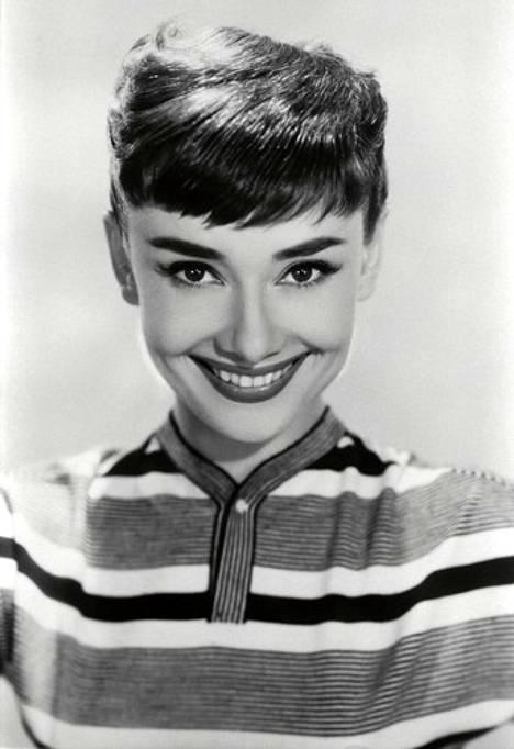 1950-luvulla aikansa ikoni Audrey Hepburn säväytti hyvin lyhyeksi leikatulla, aavistuksen sivulle kammatulla otsiksella.