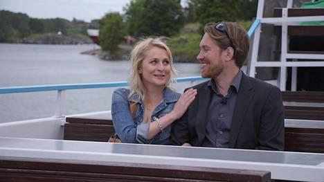 Mari ja Jouni matkalla Suomenlinnasta kotiin ohjelman päätösjaksossa, kun he olivat jo ilmoittaneet eropäätöksestään.