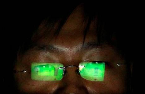 Vihamieliset toimijat viestintäverkossa voivat varastaa tietoja tai manipuloida niitä. Kuvituskuva.