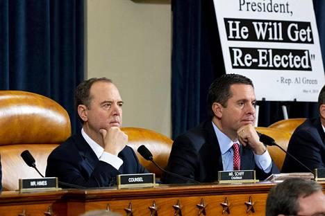 Edustajainhuoneen tiedusteluvaliokunnan puheenjohtaja Adam Schiff ja republikaanien edustaja Devin Nunes.