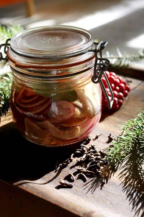 Joulusillejä voi maustaa monin eri tavoin.
