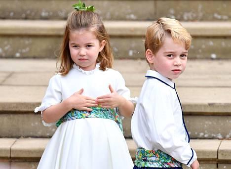 Prinsessa Charlotte oli häissä huomattavasti veljeään prinssi Georgea totisemmalla tuulella.