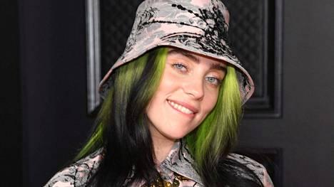Billie Eilish kuvattuna Grammy-gaalassa 14. maaliskuuta. Hänet palkittiin gaalassa kahdella Grammy-palkinnolla.