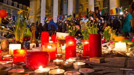 Uhrien muistopaikka Brysselin pörssin edessä.