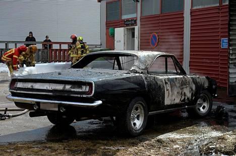 Jenkkirauta paloi totaalisesti Oulussa.
