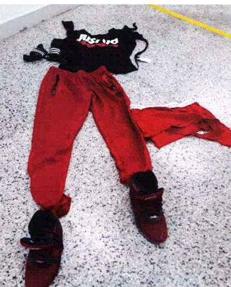 Nämä vaatteet vangilla oli päällään pahoinpitelyn aikana.