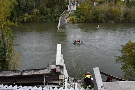 Tarnjoen ylittävä silta romahti maanantaina.