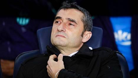 Barcelona jatkaa valmentaja Ernesto Valverden komennossa