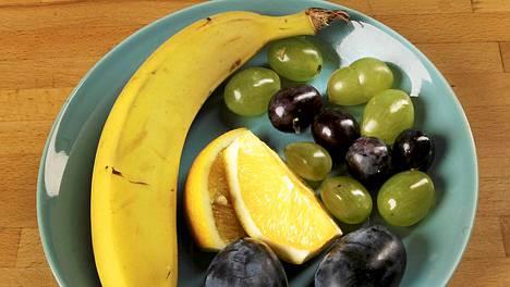 Terveellinen ruokavalio edistää tunnetusti jaksamista. Tuoreet hedelmät ovat oiva välipala.