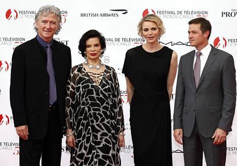 Patrick Duffy poseerasi Monte Carlossa punaisella matolla yhdessä brittinäyttelijän Bianca Jaggerin, Monacon ruhtinatar Charlenen sekä yhdysvaltalaisnäyttelijä Eric Closen kanssa.