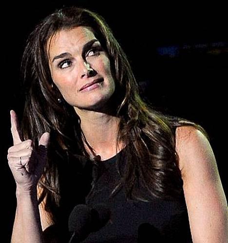 Brooke Shields piti puheen Michael Jacksonin muistogaalassa.