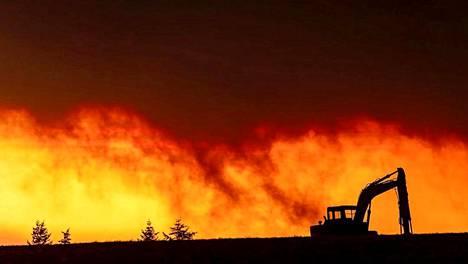 Oregonin taivas hehkuu metsäpalojen vuoksi apokalyptisissa sävyissä.