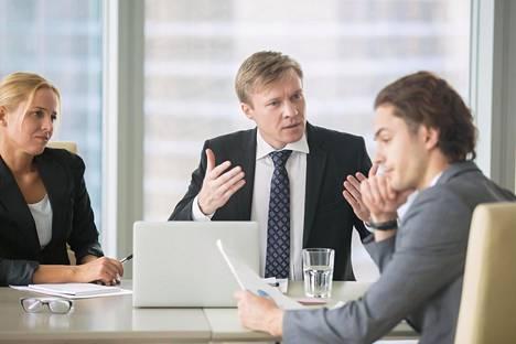 Itseohjautuvissa organisaatioissa tarvitaan johtajuutta, kun kaikki eivät olekaan samaa mieltä.