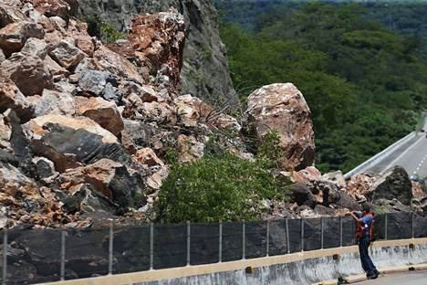 Maanvyöry Acapulcon ja Chilpancingon yhdistävällä tiellä.