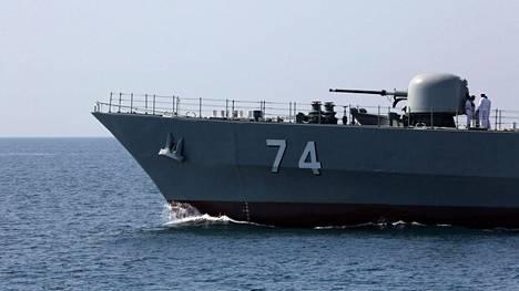 Iranin laivaston alus Hormuzinsalmessa.