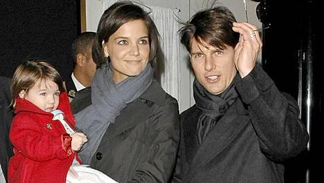 Suri, Katie ja Tom, kun kaikki oli vielä hyvin.