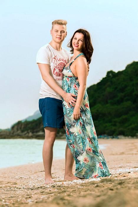 Jere Hänninen ja Nina Vanhatalo olivat yksi Temptation Island Suomi -sarjan pariskunnista.