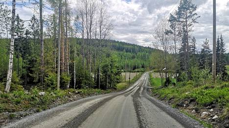 Kotimaassa matkaillessa tiet ovat pieniä ja oma auto on tarpeen.