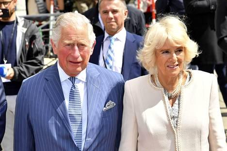 Charles ja Camilla saivat vihdoin toisensa vuonna 2005. Parilla oli ollut suhde jo ennen kuin Charles tapasi Dianan.