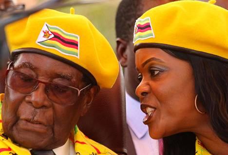 Vuonna 1996 avioliiton solmineilla Mugabeilla on yhdessä kolme lasta.