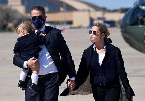 Hunter Biden matkusti Melissa-vaimonsa ja Beau-poikansa kanssa isänsä virkalentokoneen kyydissä viikonloppumatkalle Delawareen viime viikolla.