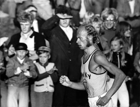 Juha Väätäinen oli oman aikansa suosituimpia suomalaisurheilijoita.
