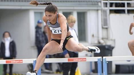 Nooralotta Neziri voitti 100 metrin aidat Espoon tähtikisoissa.
