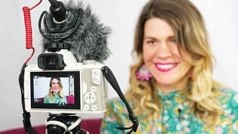 Inari Fernandez on huomannut myös sosiaalisen median ikävät puolet.