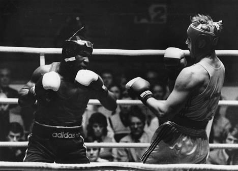Mike Tyson (vas.) otteli Tampereella Tammer-turnauksessa 1984. Hän oli silloin 18-vuotias.