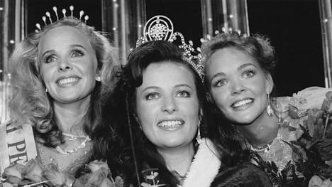 Åsa Lövdahl (keskellä) voitti Miss Suomi -kilpailun vuonna 1989.