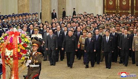 Pohjois-Korean diktaattori Kim Jong-un maan uutistoimiston jakamassa kuvassa keskiviikkona Pyongyangissa.