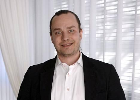 Harri Moisio nähdään tällä hetkellä Temptation Island Suomi -ohjelmassa analysoimassa ohjelmaan osallistuneiden pariskuntien tilannetta.