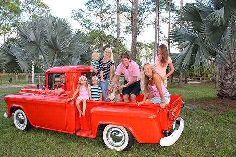 Jouluajelu vuoden 1955 Chevroletilla sujui hauskoissa merkeissä Caloosan karjatiloilla.