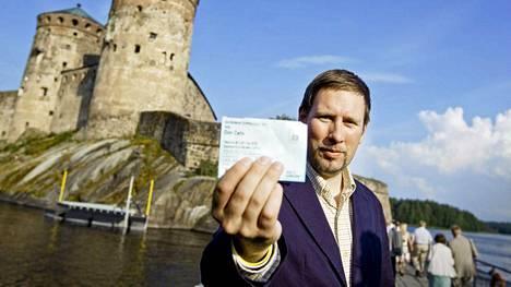 Kulttuuriministeri kävi elämänsä ensimmäisen kerran oopperassa Savonlinnan oopperajuhlilla 2011. Seuraavana kesänä häntä ei juhlilla nähty, vaikka kyseessä olivat 100-vuotisjuhlat.