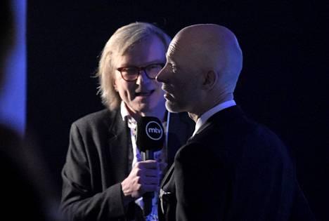 Tuntematon sotilas -elokuvasta yleisöpalkinnon vastaanottanut Aku Louhimies MTV:n haastattelussa Jussi-gaalan jälkeen.