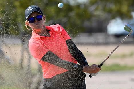 Emily Penttilä kertoo, ettei koronatilanne ole Arizonassa yhtä paha kuin esimerkiksi New Yorkissa ja Kaliforniassa. Golfkiertuekin on mahdollista järjestää tietyt rajoitteet huomioiden.