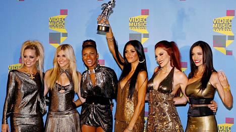 Kimberly Wayatt, Ashley Roberts, Melody Thornton, Nicole Scherzinger, Carmit Bachar ja Jessica Sutta MTV:n Music Awardsissa vuonna 2006.