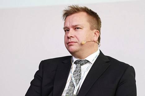 Puolustusministeri Antti Kaikkonen (kesk)